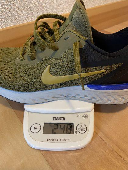 ナイキ『オデッセイリアクト』の重さ計測中の写真