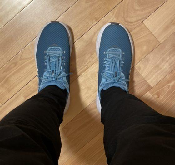 ホカオネオネ『リンコン2』を実際に履いてみた真上からの写真