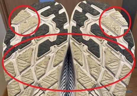 ホカオネオネ『リンコン2』の靴の裏の耐久性を示す写真