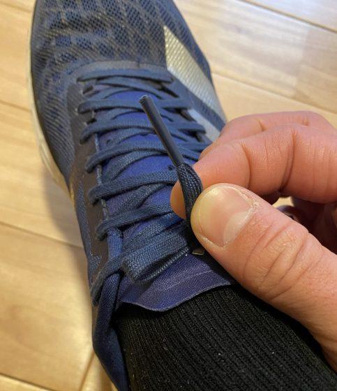アディダス 『アディゼロ ジャパン5』の靴紐の写真