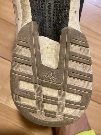 アディダス 『アディゼロ ジャパン5』の靴の裏の写真